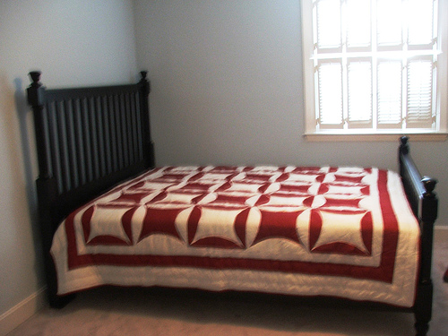 File:My bed-great-quilt.jpg