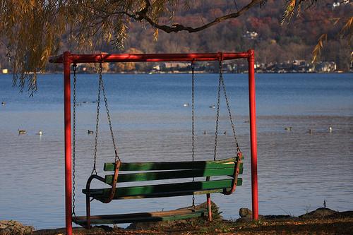 File:Bench Swing.jpg