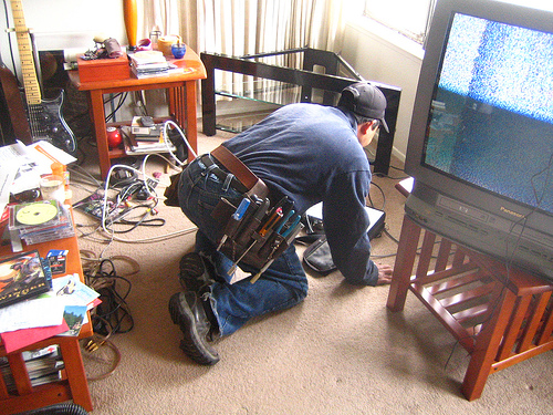 File:Omg the cable guy is here.jpg