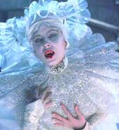 Lucy Westenra (Bram Stoker's Dracula) 001