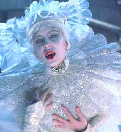 File:Lucy Westenra (Bram Stoker's Dracula) 001.jpg