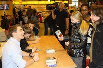 Autograph session Netherlands 2012 06