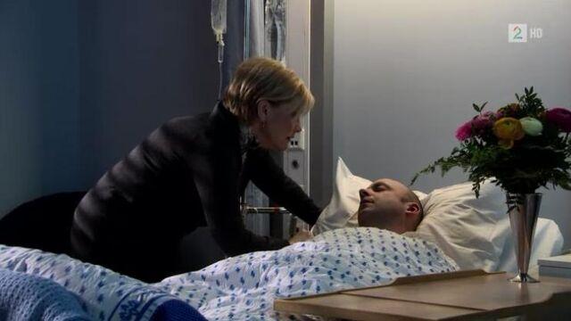 Fil:Juni besøker Pelle på sykehuset.jpg