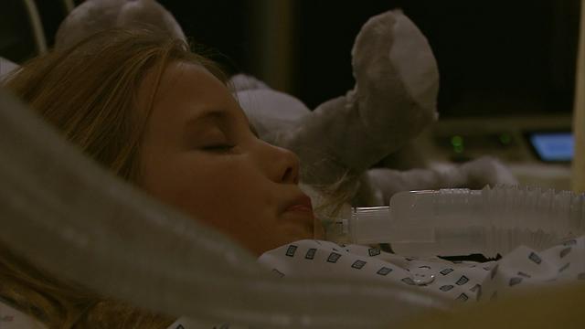 Fil:Jenny Augusta i koma.png