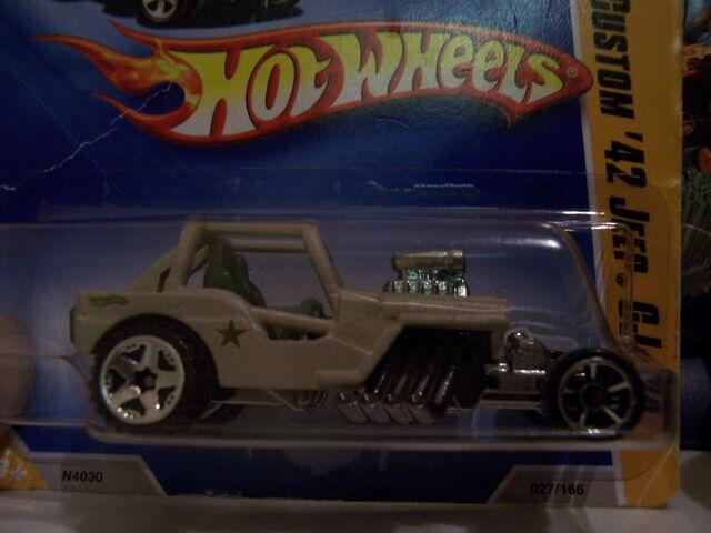 File:42 Jeep Sp5 front wheels.jpg