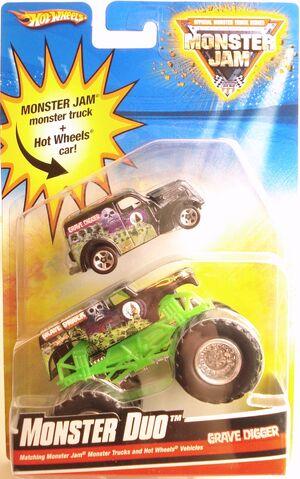File:2010 MonsterDuo card.JPG