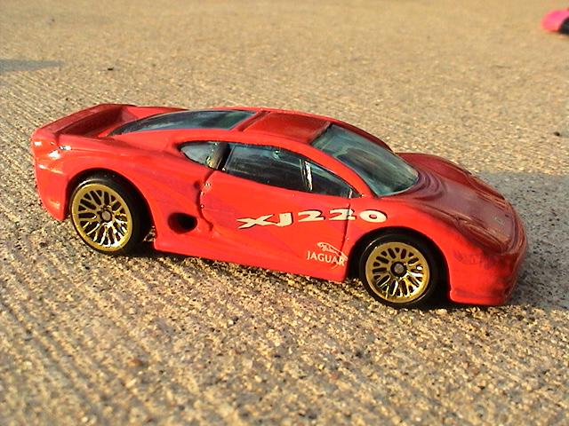 File:Jaguar XJ220 - Red.JPG