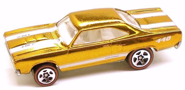File:Roadrunner classic yellow.JPG