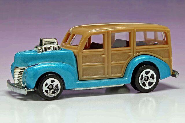 File:'40's Woodie 2010 HW Garage - 4631ff.jpg