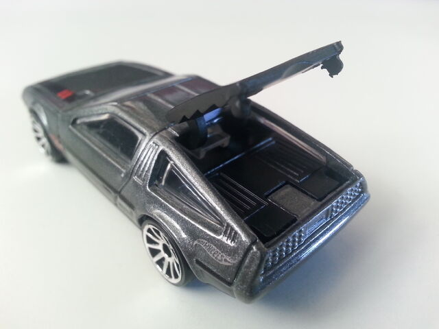 File:'81 DeLorean DMC-12 close-up.jpg