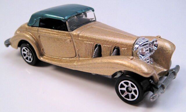 File:Mercedes 540k gold met green top 7sp wheels Avon set car.JPG
