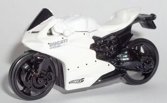File:HW-2014-36-Ducati 1199 Panigali-White.jpg