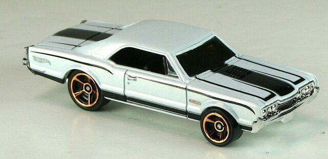 File:2012-101-MMGM01-67Oldsmobile442-White.jpg