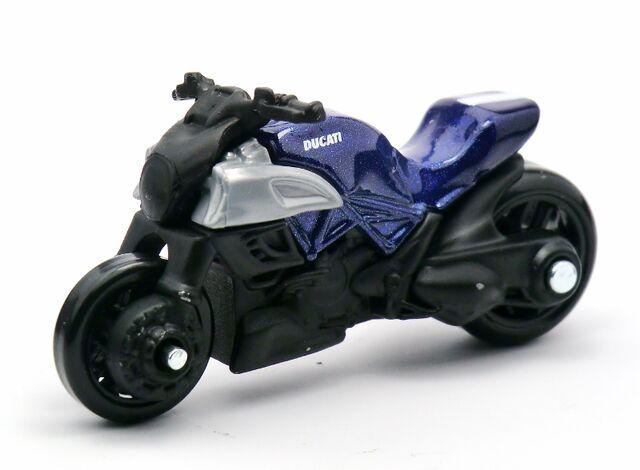 File:Ducati Diavel-2013 009 Blue.jpg