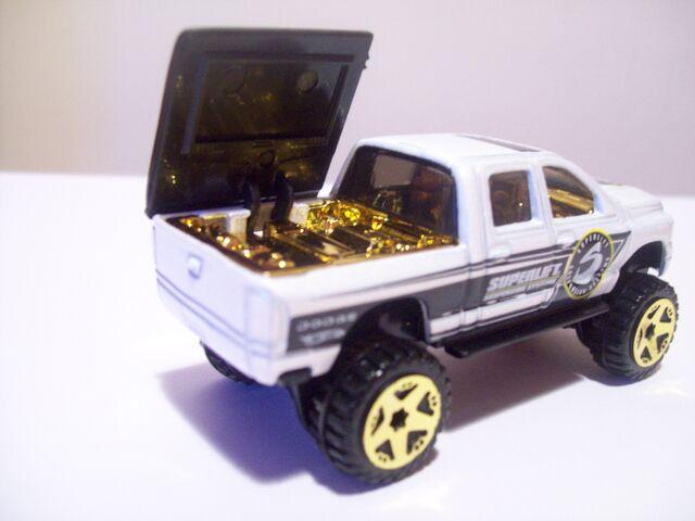 File:Dodge Ram 1500 Feature.jpg