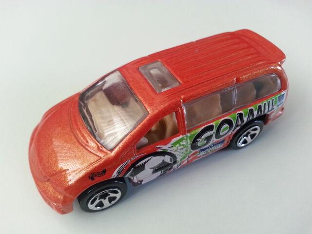 File:Dodge Caravan side.jpg