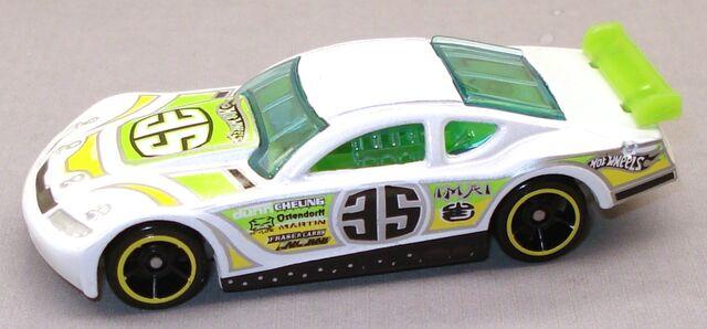 File:CircleTracker RaceKit White.JPG