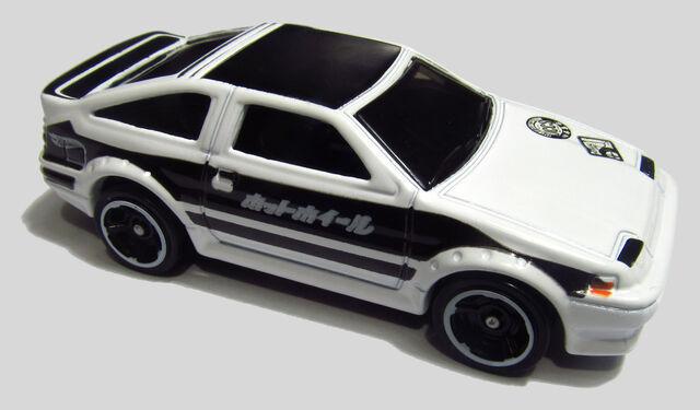 File:2013 X1874 Toyota Corolla AE-86 White.jpg