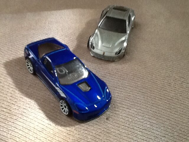 File:ZR1 vs. F12.jpg