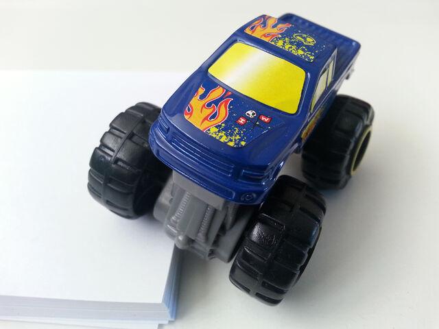 File:Monster Truck suspension.jpg