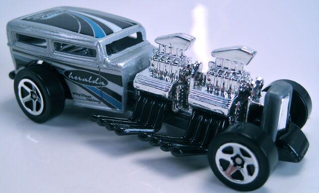 File:Way 2 Fast grey 5sp wheels 2000.JPG