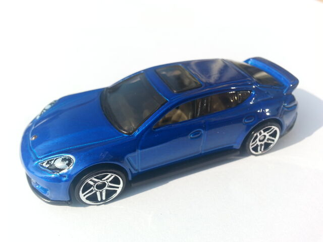 File:Porsche Panamera side.jpg