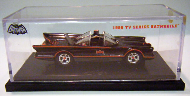 File:66 Batmobile - ComicCon.JPG