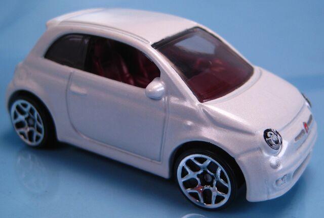 File:Fiat 500 white 2014.JPG