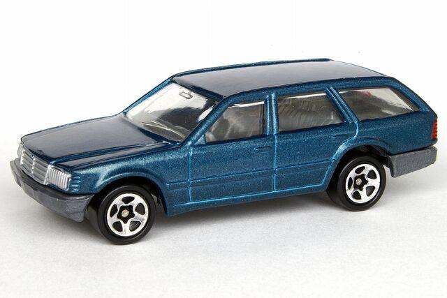 File:Mercedes 300TD - 6976df.jpg