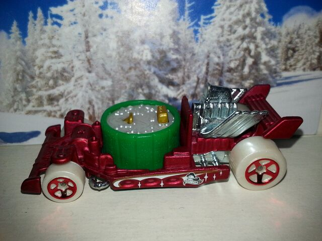 File:Holiday Hot Rods -6-Hot Tub.jpg