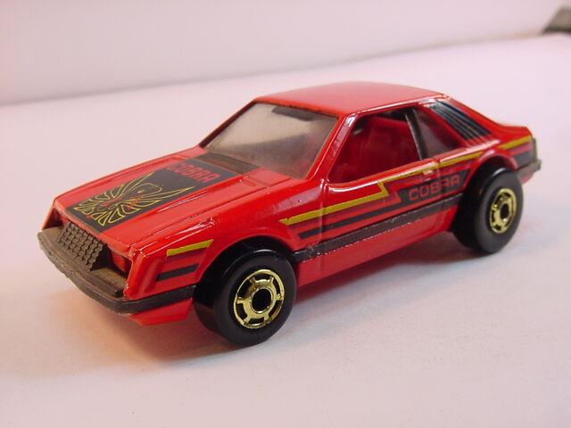File:1982 En. Red turbo mustang yellow cobra HK.jpg