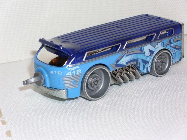 File:Bendy Bus Engine (800x600).jpg