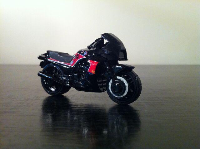 File:Kawasaki GPZ 900R.jpg