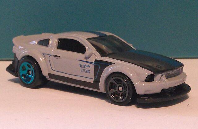 File:Mustang-SEMA-recolor-HW2016.jpg
