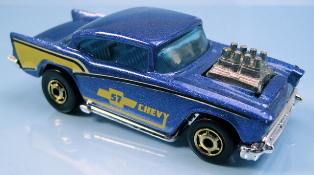 File:57 chevy blue metallic gold HO wheels malaysia base exposed engine.JPG