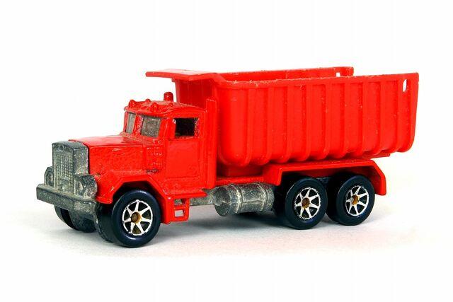 File:Peterbuilt Dump Truck - 5644cf.jpg