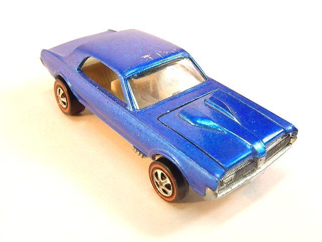 File:1968 Custom Couger Blue US white int.jpg