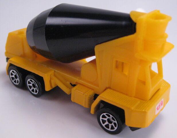 File:Oshkosh Cement Mixer toys r us set.JPG