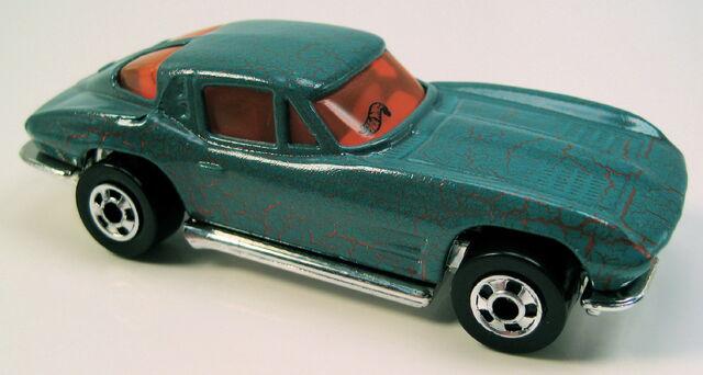 File:63 split window corvette krackle car series BW.JPG