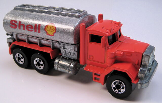 File:Peterbuilt tank truck shell promo silver painted tank, BW, metal MAL base.JPG