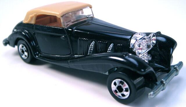 File:Mercedes Benz 540K black BW MAL base.JPG