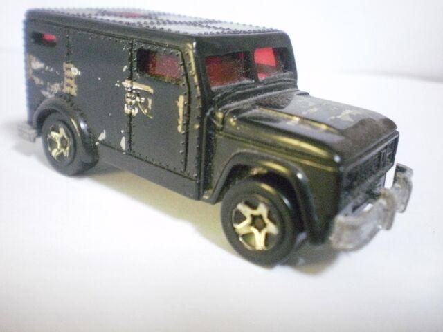 File:Armored truck 2002 fed fleet series.JPG