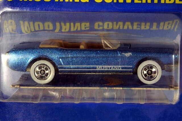 File:Metalflake Blue '65 Mustang Convertible - 5990cf.jpg