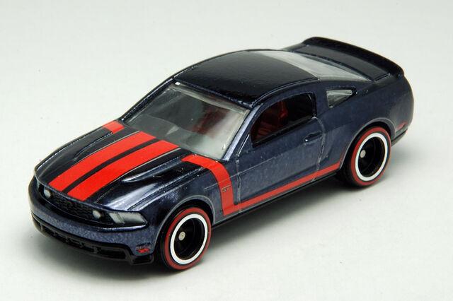 File:2010 Mustang - Loose1.jpg