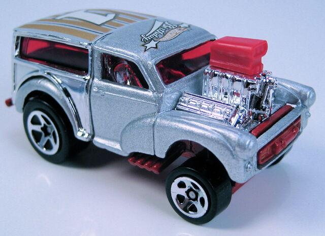 File:Morris wagon birthday 5-pack 2003.JPG