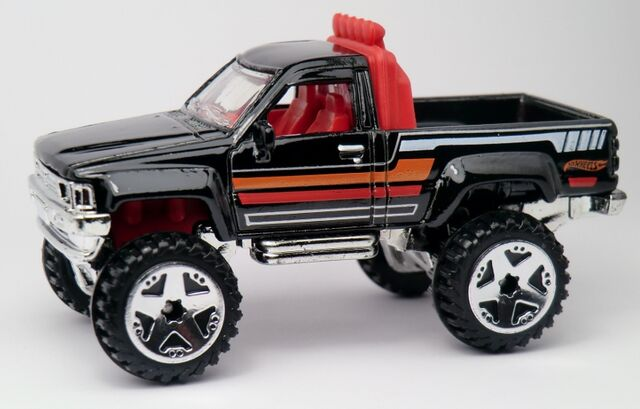 File:'87 Toyota-2013 165.jpg