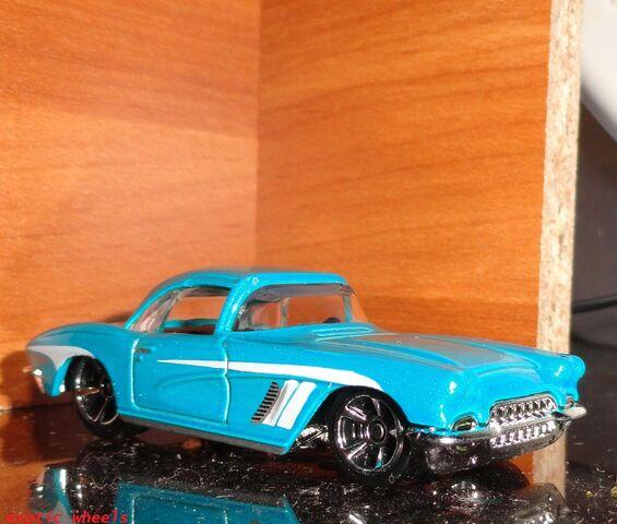 File:Car (10).JPG
