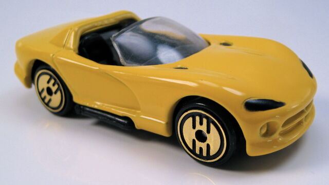 File:Dodge Viper rt10 yellow gold UH.JPG