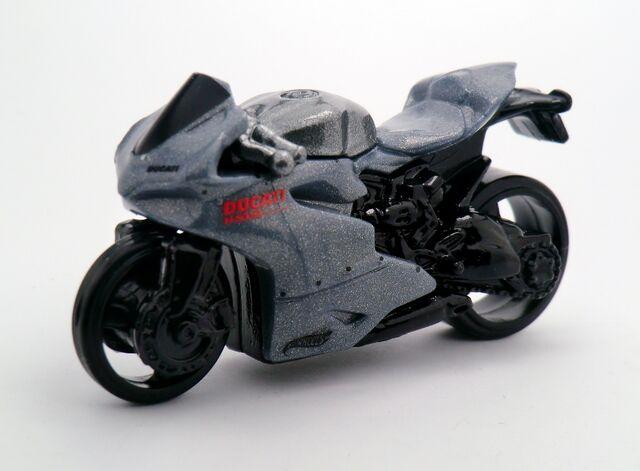 File:Ducati 1199 Panigale-2015 203.jpg