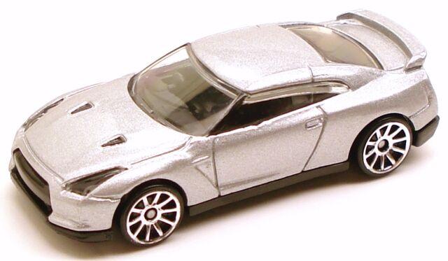 File:Nissangtr silver.JPG